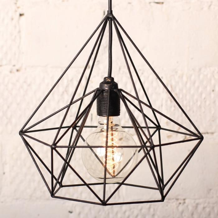 фотография Лампа из медных прутьев с ретро-лампочкой