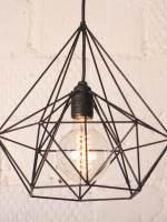 фото Лампа из медных прутьев с ретро-лампочкой