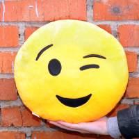 фото Подушка Emoji «Winking Emoji» 27 см ярко-желтая