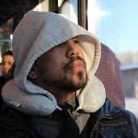 фото Дорожная подушка с капюшоном