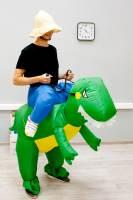 фото Надувной костюм Верхом на динозавре